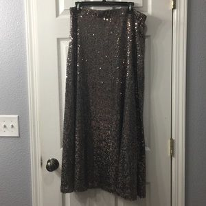 Elegant maxi sequined skirt